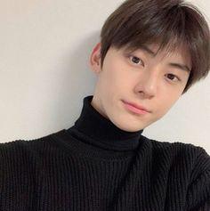 황민현 Cr: his ig update♥