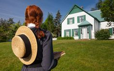Anne of Green Gables on Prince Edward Island - 2019 Travel Recommendations Anne Auf Green Gables, Rolling Meadows, Tourist Sites, Prince Edward Island, Green Fields, New Brunswick, Travel Tours, Nova Scotia, Family Activities