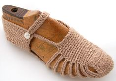 Taupe Crochet Slipper Socks - Looking for a pattern. IDEA - use old Flip/Flop for souls?? /;)