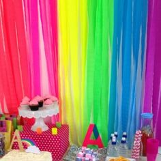Great modern take on the rainbow party - Neon! Neon crepe paper streamers make a great back drop Festa Rainbow Dash, Rainbow Parties, Rainbow Birthday Party, Neon Rainbow, Rainbow Theme, Birthday Party Themes, 2nd Birthday, Neon Party, Disco Party