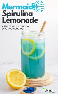 Superfood Recipes A cleansing and refreshing blue spirulina mermaid lemonade recipe. A healthy and anti-inflammatory superfood lemonade! Juice Cleanse Recipes, Detox Diet Drinks, Natural Detox Drinks, Fat Burning Detox Drinks, Detox Juices, Detox Foods, Spirulina Recipes, Smoothie Recipes, Drink Recipes