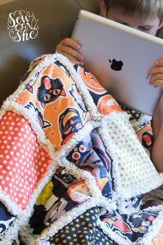 Sewing Basic Quilting UnPlugged: Soft and Cozy Rag Quilt {sewing tutorial} — SewCanShe Rag Quilt Patterns, Sewing Patterns Free, Free Sewing, Hand Sewing, Quilting Tutorials, Sewing Tutorials, Quilting Ideas, Sewing Tips, Diy Quilting