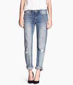 I kind of like these - distressed boyfriend jeans Beautiful Outfits, Cute Outfits, Jean Large, Buy Wardrobe, Jeans Boyfriend, Stylish Dresses, Spring Summer Fashion, Fashion Online, Skinny Jeans