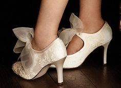 vintage-shoes-white