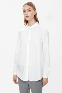 Made from crisp cotton, this straight-fit shirt is a versatile style with neat proportions. Smooth and lightweight, it has a narrow collar, subtly curved hem and a clean hidden front button fastening.