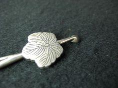 KANZASHI HAIR PIECE- silver, oak leaf/ivy design, Meiji era.