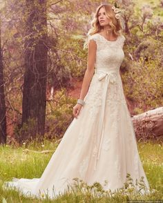 CC's Boutique offers the Maggie Sottero wedding dress Avery at a great price. Call or today to verify our pricing and availability for the Maggie Sottero Avery dress. Spring 2017 Wedding Dresses, Bohemian Wedding Dresses, Modest Wedding Dresses, Tulle Wedding, Designer Wedding Dresses, Spring Wedding, Mermaid Wedding, Dress Wedding, Wedding Ceremony
