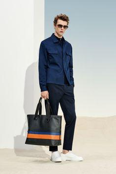 The BOSS Menswear Spring/Summer 2019 collection Suit Fashion, All Fashion, Fashion Outfits, Modern Mens Fashion, Hugo Boss Man, Classic Man, Gentleman Style, Modern Man, Editorial Fashion