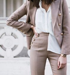 A boyish way to wear a feminine suit, see more on the blog: www.ariadibari.com | Aria Di Bari, French style blogger