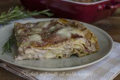 Lasagne alle noci e speck, primo piatto facile da preparare in anticipo. Ricetta gustosa, lasagne con salsa di noci speck e provola.