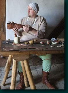 Der Schuhmacher um das Jahr 1300. The shoemaker around 1300.