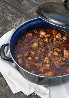 Boeuf Bourguignon snelkookpan Healthy Slow Cooker, Healthy Crockpot Recipes, Meat Recipes, Slow Cooker Recipes, Beef Bourguignon, Slow Food, Low Carb Brasil, Food Porn, Diner Recipes