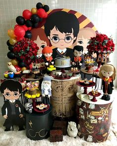 Esplêndida festa com o tema Harry Potter! Harry Potter Fiesta, Cumpleaños Harry Potter, Fans D'harry Potter, Harry Potter Wedding, Harry Potter Anime, Harry Potter Outfits, Harry Potter Birthday, Harry Potter Characters, Gateau Harry Potter