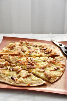 Pizza Legume, Tarte Fine, Hawaiian Pizza, Vegetable Pizza, Comme, Breakfast, Simple, France, Hamburgers