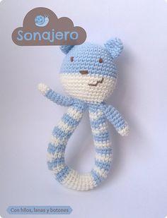 Con hilos, lanas y botones: Osito sonajero amigurumi Crochet Crafts, Crochet Toys, Lana, Hello Kitty, Knitting, Character, Crochet Animal Amigurumi, Pie Cake, Crochet Baby Toys