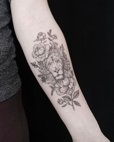 Lion & Flowers Tattoo #beautytatoos