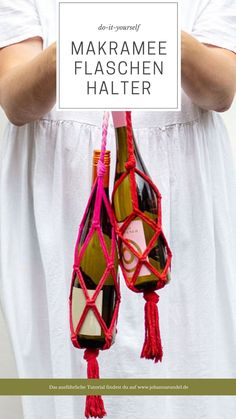 Einfacher DIY Makramee-Weinflaschen-Halter im Boho-Look Plant Hanger, Macrame, Bbq, Crafty, Crochet, Summer, Godchild, Last Minute Gifts, Simple Diy