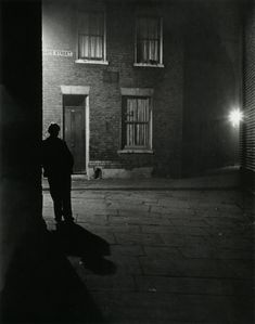 Bill Brandt London, 1937 From The Photography of Bill Brandt. The use of black and white as well the uses of shadow create a very good mysterious tone within the image. Bill Brandt Photography, City Photography, Vintage Photography, Loneliness Photography, Mysterious Photography, Night Time Photography, Chiaroscuro, Man Ray, London Photos
