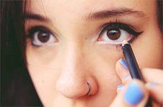 Abra o olhar aplicando lápis branco na linha d'água.