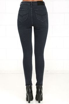 The Rollas Eastcoast Washed Grey High-Waisted Ankle Skinny Jeans are here to up…