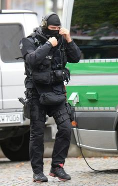 member of a German police special unit