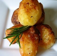 Roast Potatoes using the Nu Wave/Halogen Oven . Halogen Oven Recipes, Nuwave Oven Recipes, Convection Oven Cooking, Countertop Convection Oven, Potatoes In Oven, Oven Roasted Potatoes, Four Halogène, Nu Wave Oven, Cooking Supplies