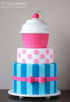 Bolo Cupcake by A CHOCOLARTEIRA, via Flickr