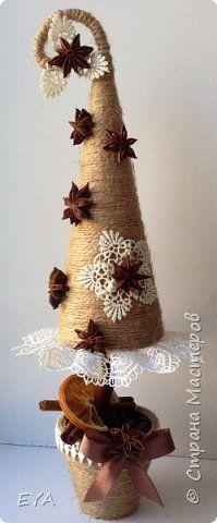 Поделка изделие Новый год Моделирование конструирование Снова елки Кружево Нитки Пенопласт фото 3