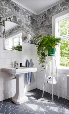 Bathroom Inspiration: 15 unusually beautiful bathrooms at home with others Bathroom Spa, Bathroom Renos, Bathroom Colors, Bathroom Fixtures, Small Bathroom, Bathroom Cabinets, Master Bathroom, Modern White Bathroom, Beautiful Bathrooms