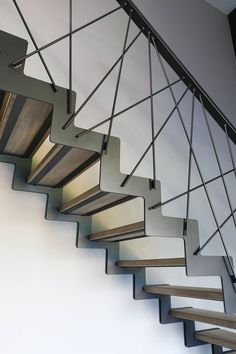 40 Awesome Modern Stairs Railing Design for Your Home - Geländer - Escadas Stair Railing Kits, Steel Stair Railing, Staircase Railing Design, Interior Stair Railing, Modern Stair Railing, Stair Handrail, Exterior Stairs, Modern Stairs, Railing Ideas
