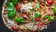 Alt-i-ett-gryte med pasta Dinner This Week, Recipe Boards, Japchae, Food Styling, Easy Meals, Easy Recipes, Tapas, Bacon, Food And Drink