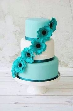 Cakes LOVE THE COLOR