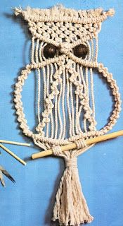 El tipo de t. Macrame Owl, Macrame Tutorial, Pottery Making, Craft Videos, Plant Hanger, Sewing Crafts, Diy And Crafts, Crochet Necklace, Projects To Try