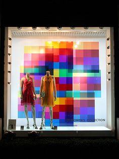 Visual: ANNIVERSAIRE - Vidreiras de Tokyo Window Display Design, Store Window Displays, Visual Merchandising Displays, Visual Display, Retail Windows, Store Windows, Showcase Store, Vitrine Design, Window Graphics