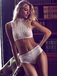 82ba991be8 Victoria s Secret Dream Angels Metallic High-neck Bra set high-waist thong  pink