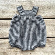 Vintage baby romper and bonnet Knitting For Kids, Baby Knitting, Crochet Baby, Knitted Baby Clothes, Knitted Romper, Baby Pants, How To Purl Knit, Baby Kind, Baby Sweaters
