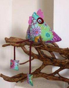 Poule forme berlingot en tissu pour décoration : Décoration pour enfants par atelier-decotiss Coq, Pin Cushions, Decoration, Xmas, Laurence, Etsy, Embroidery, Sewing, Crafts