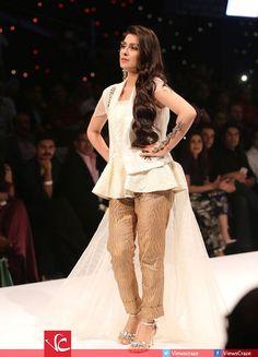 Ayeza Khan walked the ramp for Lala Textiles at Fashion Pakistan Week 2016 Hina Altaf, Ayeza Khan, Pakistani Dresses, Fashion Weeks, Asian Fashion, Textiles, Events, Models, Weddings