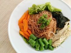 Japanese brown rice noodles with veggies and vinaigrette for the perfect light lunch.