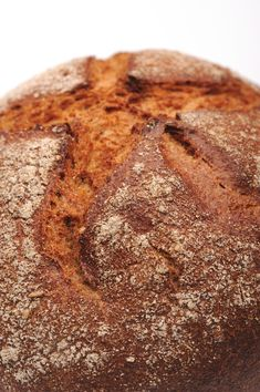 Homemade Russian Black Bread rivals some of the best bread you will ever taste Find my Russian Easter bread with raisins cinnamon and icingmisshomemade Thousands of natu. Rye Bread Recipes, Pastry Recipes, Cooking Recipes, Russian Black Bread Recipe, Russian Recipes, Russian Foods, Julia Childs, Russian Pastries, Recipes