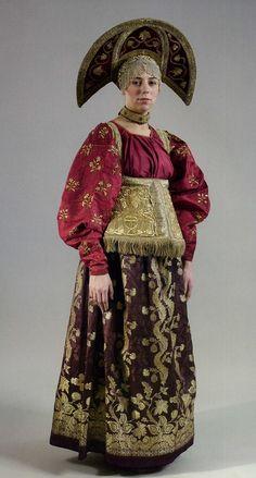 Женский праздничный костюм. ХIХ век. Нижегородская губерния. Рубаха, сарафан, душегрея-сборы, кокшник