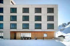 Hotel Frutt Lodge & Spa in Melchsee-Frutt, ski in & ski out resort. Das Hotel, Garage Doors, Multi Story Building, Spa, Architecture, Outdoor Decor, Home Decor, Hang In There, Architecture Illustrations