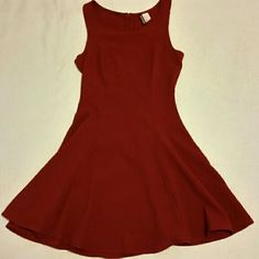 H&M red dress This is a wine red, sleeveless dress by H&M (Divided). I love this dress, but admittedly I never wear it. It needs a new home where it will be more loved and worn. It is a size small. It has no rips or stains. The neckline is a bit lower in the front than in the back. It zips up in the back. It stops at or just above the knee. Simple yet cute. Divided Dresses Midi