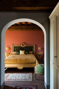 Villa Granduca's classic elegant bedroom (Siena, Tuscany)