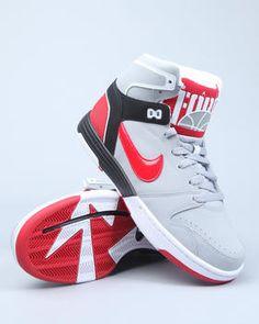 Nike Mach Force Mid Sneakers