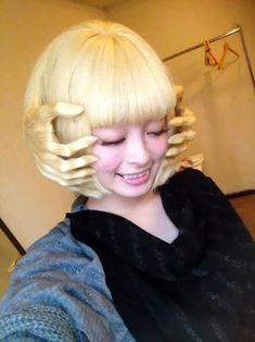 O corte de cabelo é uma mudança considerada simples realizada pelos humanos. Mudar a cor e o tamanho do corte é uma coisa até mesmo natural.