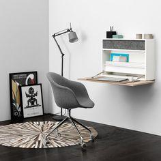 Un petit bureau secrétaire, BoConcept. Ultra-simple mais pas moins design, ce petit bureau ne prend pas de place et se fixe simplement au mur.