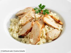 Discover the recipe Simple chicken risotto on cuisineactuelle. Source by mandoucordier Tomato Risotto, Parmesan Risotto, Chicken Risotto, Risotto Recipes, Risotto Simple, Mini Fruit Pizzas, Cooking Humor, Pepper Steak, Risotto