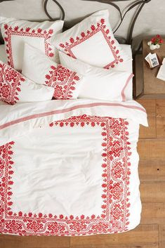 Obsessed with this red and white duvet.
