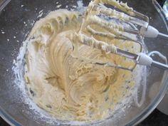Aprenda a preparar bolo de pote de chocolate com esta excelente e fácil receita.  Os bolos de pote fazem o maior sucesso como forma de ganhar uma grana extra, mas...